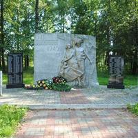 Памятник погибшим жителям и солдатам в ВОВ