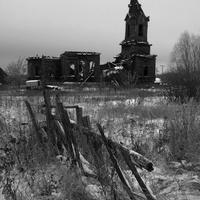 Разрушающийся храм