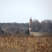 д.Чурилово, весна 2010 г., вид на деревню из-за реки от д.Дьяконово.