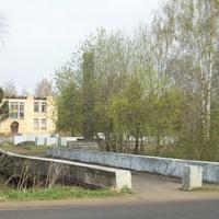 Струбковская стелла.(возле здания колхозного правления.)