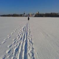 дорога к монастырю по льду
