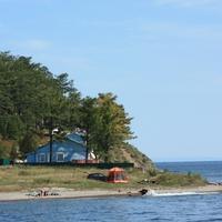 вид с озера на Листвянку