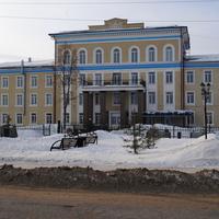 Больница, бывшее здание управления Сиблага.