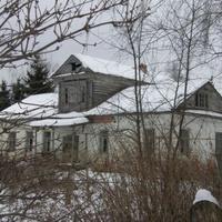 Дом помещика, до 70х прошлого века использовали как начальную школу