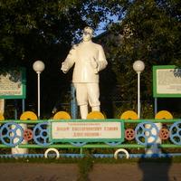 Лашманка. Памятник Сталину И.В.