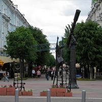 Скульптура звездочета и ул. Ленинская