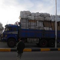 Грузовик  едет в порт Safaga