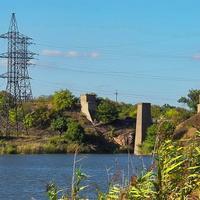 Развалины недостроенного моста через Булавинку