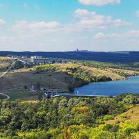 Вид на плотину Волынцевского водохранилища