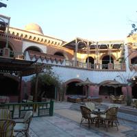 Дворик   около Отеля Солимар Парадайз Сафага