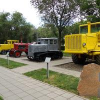 Парк Салют, Победа! Тракторы.