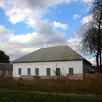 Старинное здание бывшей больницы в селе Гуево