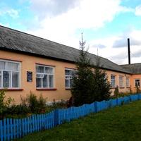 Современное здание школы в селе Гуево
