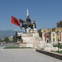 Тирана, памятник Скандербегу.