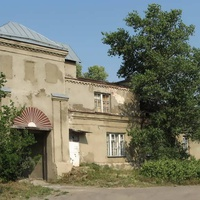 Имение графа Воронцова, внутри сохранились хозяйственные постройки