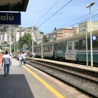 Платформа вокзала в Чефалу