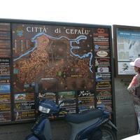 Панно - карта города Чефалу
