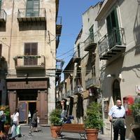 Площадь - сквер у церкви святого Стефано