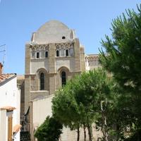 Вид на собор из частного сада