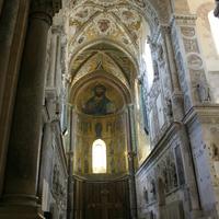Христос Вседержитель, Богородица с архангелами, верхний Апостольский ряд
