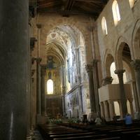 Внутри собора