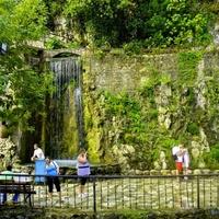 Водопад у плотины