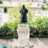 Мадрид. Памятник  возле музея Прадо.