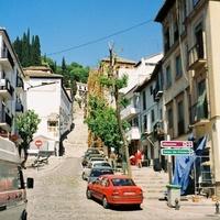 Гранада. Улица на верх, ведущая ко дворцу Альгамбра.