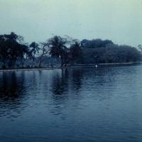 Озеро Возвращенного Меча в парке Ханоя
