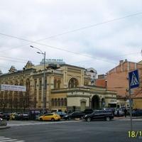 Киев, угол улиц Шота Руставели и Рогнединской, вид на синагогу