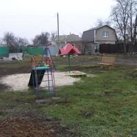 Репное. Детская игровая площадка на ул. Центральной.