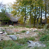 остатки построек школы