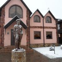 Новая Деревня. Памятник офицеру Белой гвардии. Собирательный образ.
