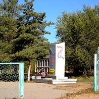 Облик села Селитренное. Памятник ВОВ