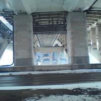 Под окружным мостом, Фрунзенская набережная