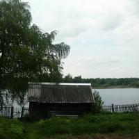 На том берегу деревня Горка