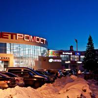 """Торговый центр """"Петромост"""". Вечер."""