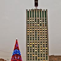 Высотное здание и Новогодняя ёлка