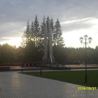 г. Мирный. Памятник.