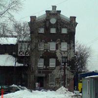 Дом (2-я улица Энтузиастов, 5к21) на территории завода Компрессор