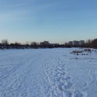 Замёрзшая речка Быковка на окраине города