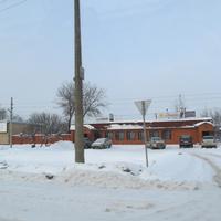 Кафе и магазины неподалеку от деревни
