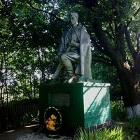 памятник на могилі солдат. село Хайнівка