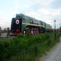 Паровоз-памятник (недалеко от вокзала)
