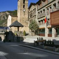 Вид на церковь Святого Корнелиуса и Святого Киприана в Ордино