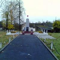 Братская могила воинам освободителем