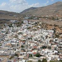 Вид с акрополя Линда на кварталы нижнего города