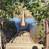 Канатный мост через реку Аксинец