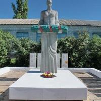 Скульптура на братской могиле