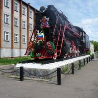 Паровоз-памятник на привокзальной площади